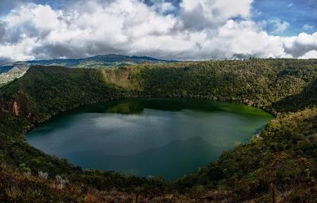 コロンビアの美しい自然のままの湖