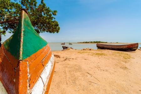 la: Kanus am Ufer eines Sees in La Guajira, Kolumbien Lizenzfreie Bilder