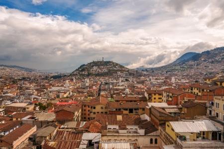 urban sprawl: View of urban sprawl in Quito, Ecuador