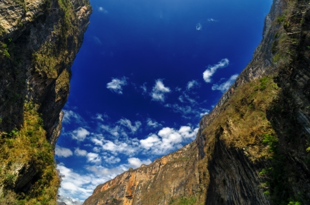 ravine: Blue sky and steep walls of Sumidero Canyon in Chiapas, Mexico Stock Photo