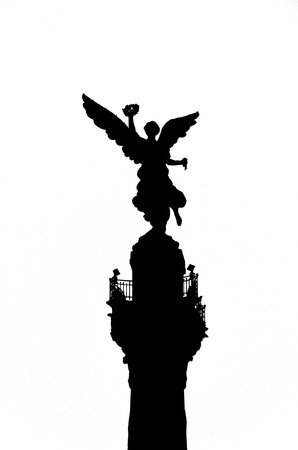 A black and white silhouette of the Angel of Independence in Mexico City Stock Photo