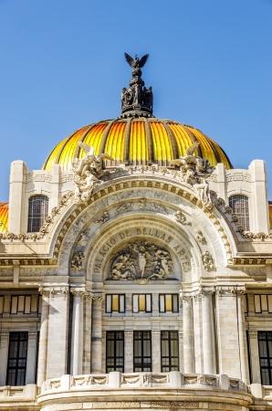 palacio: Facade of the Palacio de Bellas Artes in Mexico City