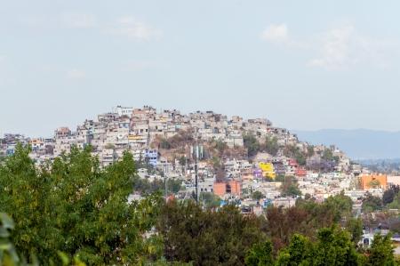 メキシコ市の丘の上にスラム 報道画像
