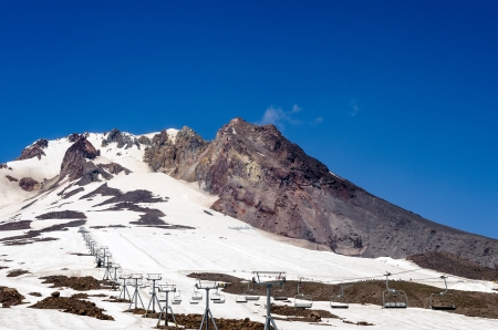 mt hood: Chairlift going towards the peak of Mount Hood