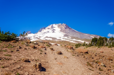 cascade range: View of the peak of Mt  Hood, part of the Cascade range in Oregon Stock Photo