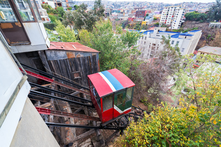 ascensor: Funicular railway, named Ascensor El Peral, leading up a hill in Valparaiso, Chile