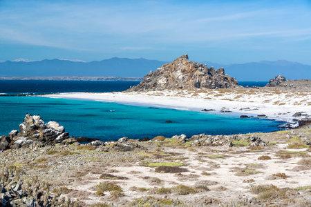 하얀 모래 해변과 칠레 라 세레나, 칠레 근처 Damas 섬에서 청록색 물