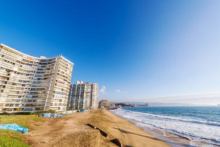 del: Beach and apartment buildings in Vina del Mar, Chile