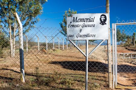 che guevara: Sign marking the entrance to the mausoleum of Ernesto Che Guevara in Vallegrande, Bolivia