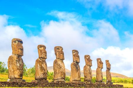 rapa nui: Estatuas Sevens Moai en Ahu Akivi en Isla de Pascua, Chile Foto de archivo