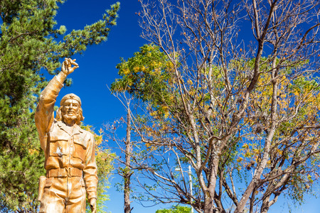 che guevara: LA HIGUERA BOLIVIA  AUGUST 6: Statue honored Che Guevara in La Higuera Bolivia on August 6 2014