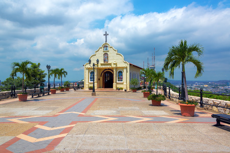 iglesia: Iglesia en la cima del cerro Santa Ana en Guayaquil, Ecuador Foto de archivo