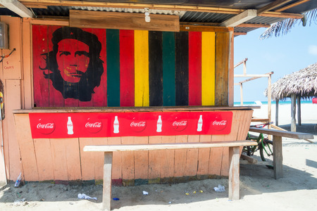 che guevara: CANOA, ECUADOR - FEBRUARY 23: Communist revolutionary Che Guevara and Coca Cola on a food stand in Canoa, Ecuador on February 23, 2015