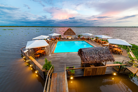 peru amazon: Swimming pool floating in the Amazon River in Iquitos, Peru