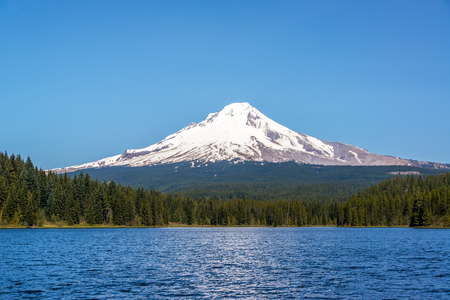 Piękny Mt. Kaptur i Trillium Lake w Oregonie