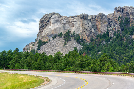 thomas stone: View of a highway leading to Mount Rushmore National Monument in South Dakota Stock Photo