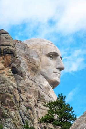george washington: Perfil de la cara de George Washington en el monumento nacional Monte Rushmore en Dakota del Sur