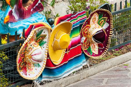メキシコシティのメキシコのソンブレロの行 写真素材