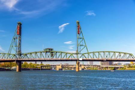industrial park: View of the Hawthorne Bridge in downtown Portland, Oregon
