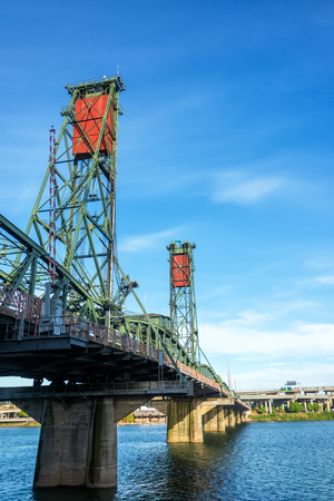 hawthorne: Vertical view of the Hawthorne Bridge in downtown Portland, Oregon