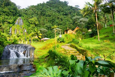 Vista de las aguas termales de Santa Rosa de Cabal cerca de Manizales, Colombia Foto de archivo - 63824641
