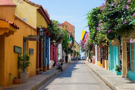 2016 年 5 月 23 日にカルタヘナ、コロンビアの歴史的な古い街でカルタヘナ、コロンビア - 5 月 23 日: ストリート シーン 報道画像