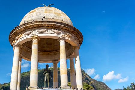 시내 보고타, 콜롬비아에서에서 플라자 드 로스 Periodistas에서 사이먼 볼리바르의 동상 스톡 콘텐츠