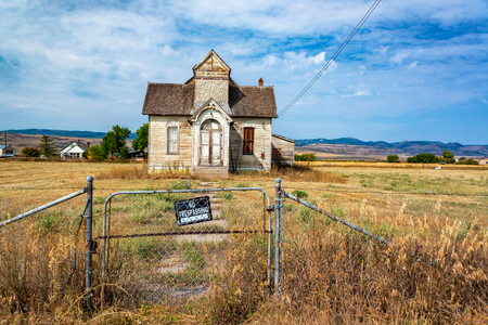 No trespassing sign in front of an old abandoned house in Ovid, Idaho Stock Photo