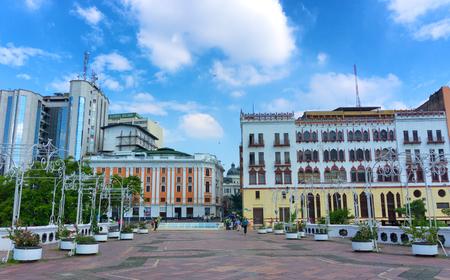 CALI, KOLUMBIEN - 11. JUNI: Ansicht eines Parks in im Stadtzentrum gelegenem Cali, Kolumbien am 11. Juni 2016 Editorial