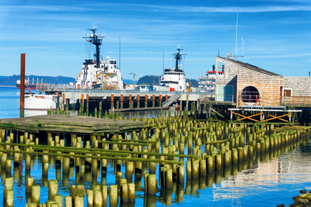 Boats and old docks on the Columbia River in Astoria, Oregon Stock Photo