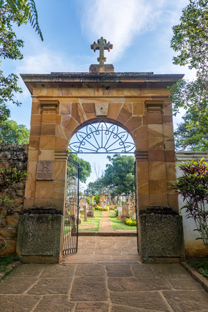 Entrance to the cemetery in the historic colonial town of Barichara, Colombia Standard-Bild