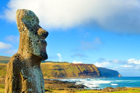 moai: Primer plano de gran Moai en Ahu Tongariki en la isla de Pascua, Chile Foto de archivo