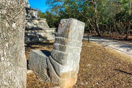 cantieri edili: View of the ruins of the once great Mayan city of Chichen Itza in Mexico