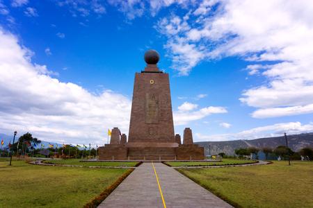 キト, エクアドルの郊外に赤道の記念碑 写真素材