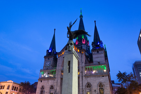 View of the Bolivar Condor statue and cathedral in Manizales, Colombia at night Stock fotó