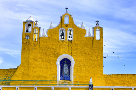 convento: View of the belfry of the cathedral in Izamal, Mexico Editorial