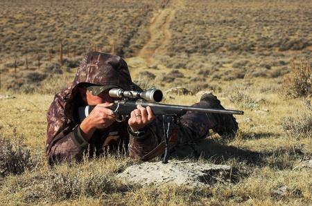 Cerrar una imagen del fusil de tiro masculino Foto de archivo