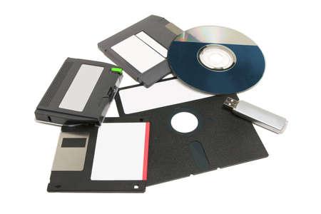 さまざまな種類のコンピューターのデータ記憶域メディア フロッピー ディスク、CDDVD、テープ、フラッシュ ドライブ 写真素材