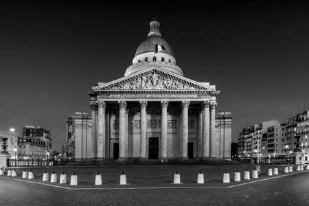 Paris, France - March 26, 2020: 10th day of lockdown because of Covid-19 in front of Pantheon in Paris. Streets are empty Éditoriale