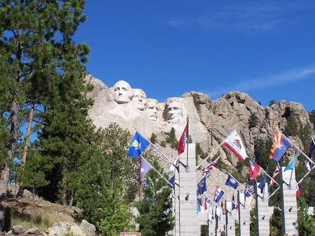 'mt rushmore': Mt Rushmore and flags