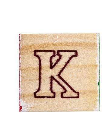 juguetes de madera: bloque K letra del alfabeto madera aislado en blanco Foto de archivo