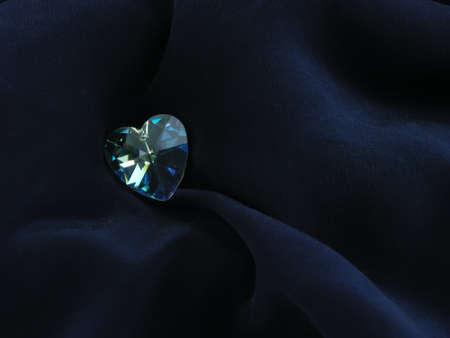 corazon cristal: coraz�n de cristal sobre fondo azul