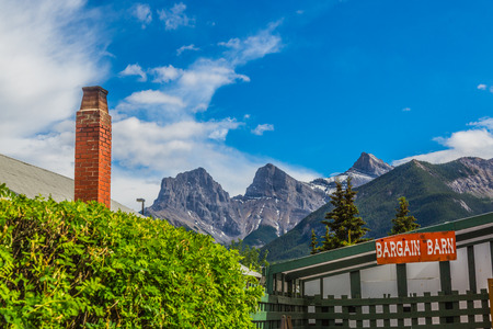 canmore: The city of Canmore  located west of the City of Calgary near the southeast boundary of Banff National Park. It is located in the Bow Valley within Albertas Rockies Stock Photo