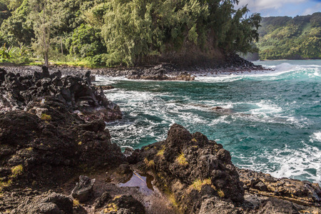 Great views of the Pacific Ocean and the East Maui coast line. Contrasting volcanic rocks and the ocean