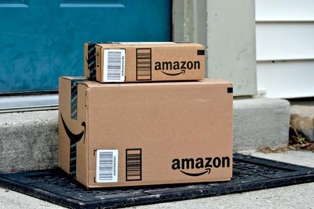 메릴랜드, 미국 - 년 1 월 (18), 2016 가정에 전달 아마존 패키지의 이미지. 아마존은 미국에서 가장 큰 인터넷 기반 소매 업체입니다.