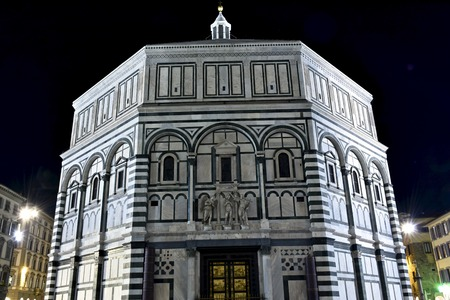 florence italy: FLORENCE, ITALY - APRIL 20, 2016: The Piazza del Duomo in Florence, Italy. Piazza del Duomo is located in the heart of the historic center of Florence. Editorial