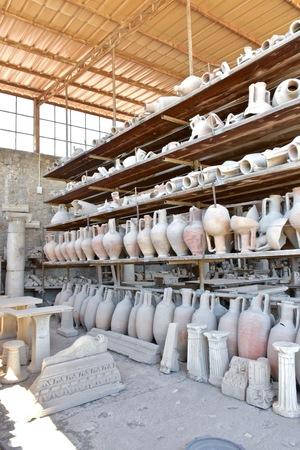 roma antigua: ollas Roma antiguas Foto de archivo