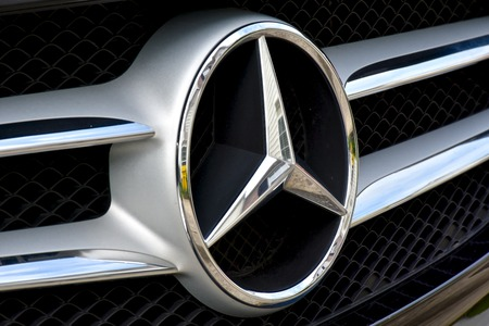 mercedes: MARYLAND, USA - 2016: The front end of a Mercedes-Benz displaying the Mercedes symbol Editorial