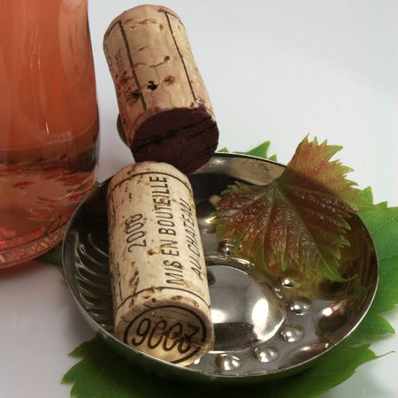 Corks and accessory concerning the wine