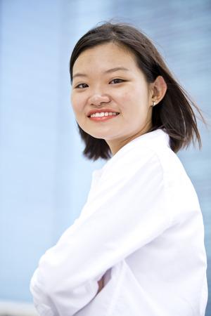 Jeune cadre portrait de femme asiatique en souriant Banque d'images